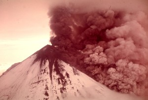 1975_Pavlof_volcano_eruption,_Alaska_(1182883978)