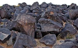 1024px-Petroglyph_National_Monument_008_by_Samat_Jain